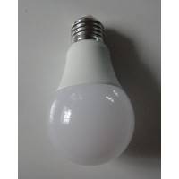 QQQ หลอดไฟ LED E27 7W NATURAL WHITE 4000K